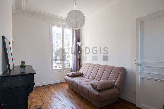 Quiet living room furnished with 1 sofabed(s) of 140cm, coffee table