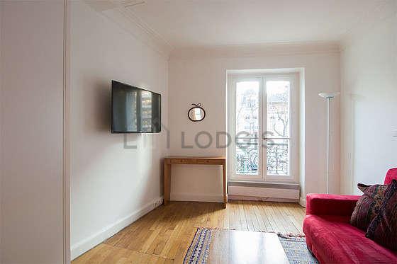 Séjour très calme équipé de 1 canapé(s) lit(s) de 160cm, téléviseur, penderie, placard