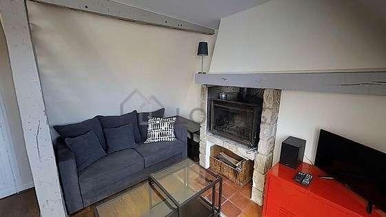 Séjour calme équipé de 1 canapé(s) lit(s) de 120cm, télé, chaine hifi, 1 fauteuil(s)