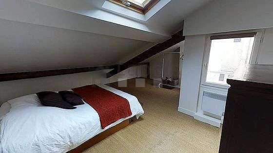 Chambre de 15m² avec du coco au sol