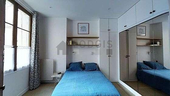 Chambre de 12m² avec du coco au sol