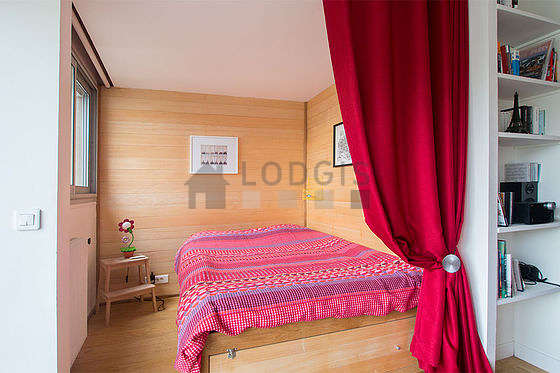 Very quiet and bright alcove equipped with 1 bed(s) of 140cm, cupboard, bedside table