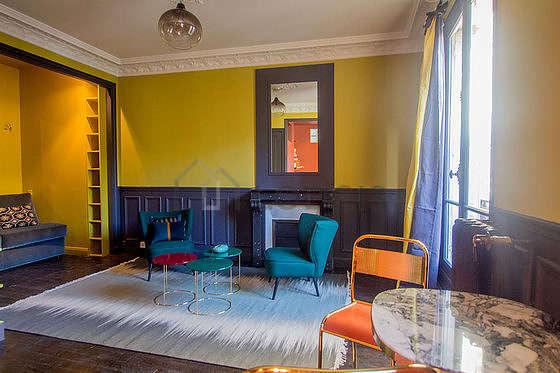 Séjour très calme équipé de 1 canapé(s) lit(s) de 140cm, téléviseur, 2 fauteuil(s), 2 chaise(s)