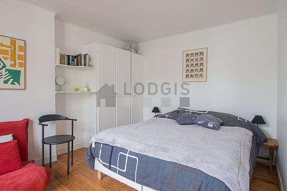 Chambre très calme pour 3 personnes équipée de 1 canapé(s) lit(s) de 90cm, 1 lit(s) de 160cm