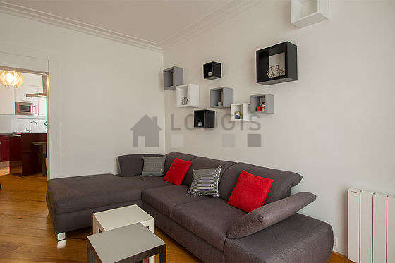 Living room of 11m² with its wooden floor