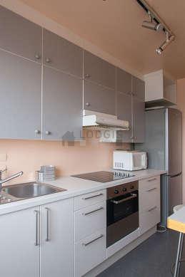 Kitchen of 9m² with linoleum floor