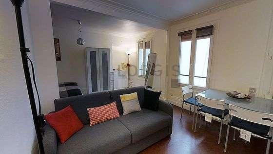 Séjour très calme équipé de 1 lit(s) de 140cm, téléviseur, penderie, 4 chaise(s)