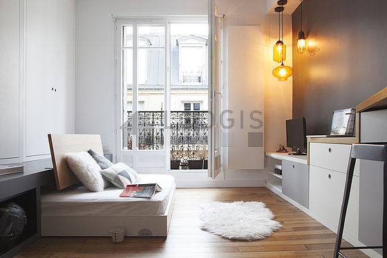 location studio paris 11 rue de la main d 39 or meubl 23 m bastille. Black Bedroom Furniture Sets. Home Design Ideas