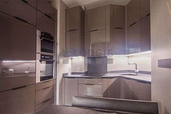 Cuisine dînatoire pour 4 personne(s) équipée de lave vaisselle, plaques de cuisson, réfrigerateur