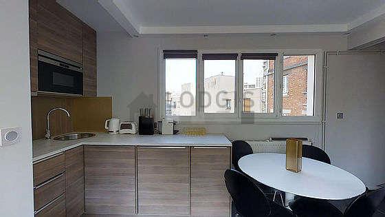 Magnifique cuisine de 3m² avec du carrelage au sol