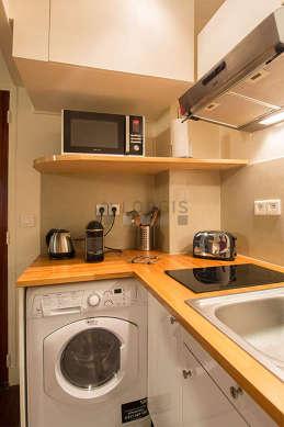 Cuisine dînatoire pour 2 personne(s) équipée de lave linge, sèche linge, réfrigerateur, freezer