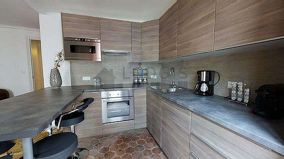 Cuisine dînatoire pour 6 personne(s) équipée de lave vaisselle, plaques de cuisson, réfrigerateur, hotte