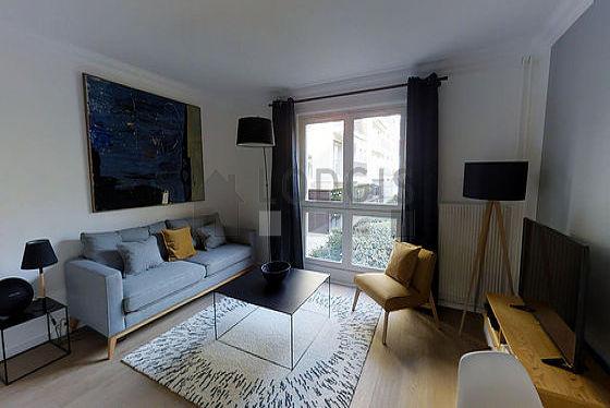 Séjour très calme équipé de 1 canapé(s) lit(s) de 160cm, télé, chaine hifi, 1 fauteuil(s)