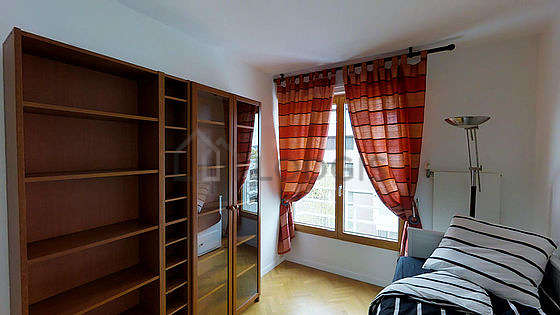 Very quiet bedroom for 2 persons equipped with 1 pullout bed(s) of 180cm