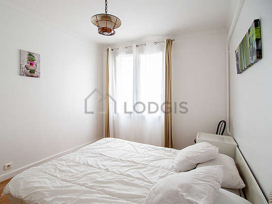 Very bright bedroom equipped with closet, cupboard, bedside table