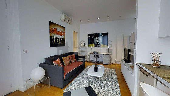 Salon de 19m² avec du parquet au sol