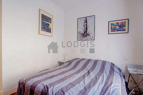 Bedroom of 9m² with its wooden floor