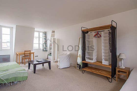 Séjour très calme équipé de 1 lit(s) de 80cm, 1 canapé(s) lit(s) de 140cm, 1 fauteuil(s), 3 chaise(s)