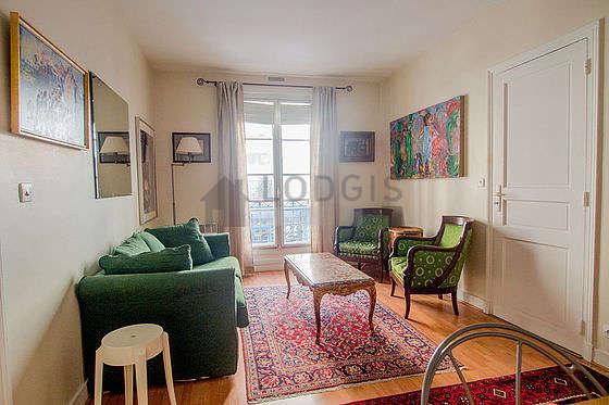 Séjour très calme équipé de canapé, 2 fauteuil(s), 4 chaise(s)
