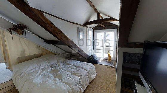Chambre avec du coco au sol