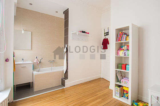 Quiet bedroom for 1 persons equipped with 1 bed(s) of 80cm
