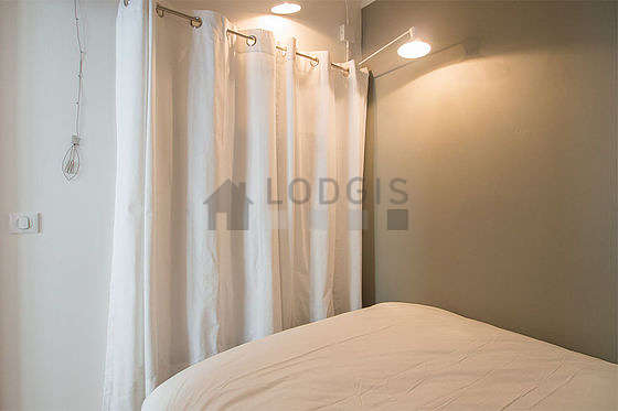 Very quiet alcove equipped with 1 bed(s) of 140cm, wardrobe, shelves, storage space