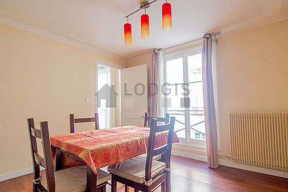 Dining room of 10m² equipped with 4 chair(s)