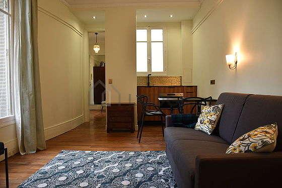 Séjour très calme équipé de 1 lit(s) armoire de 140cm, téléviseur, 2 fauteuil(s)