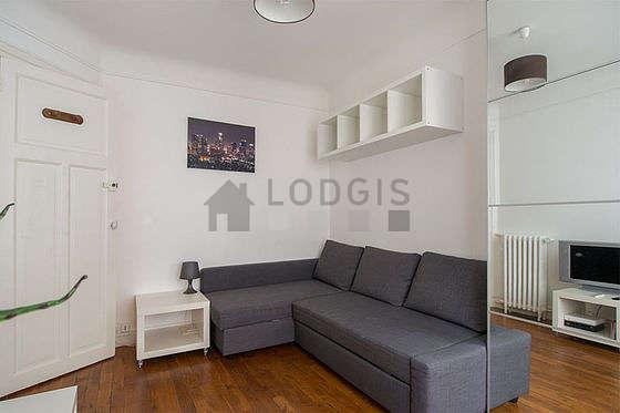 Séjour très calme équipé de 1 canapé(s) lit(s) de 140cm, téléviseur, armoire, 2 chaise(s)