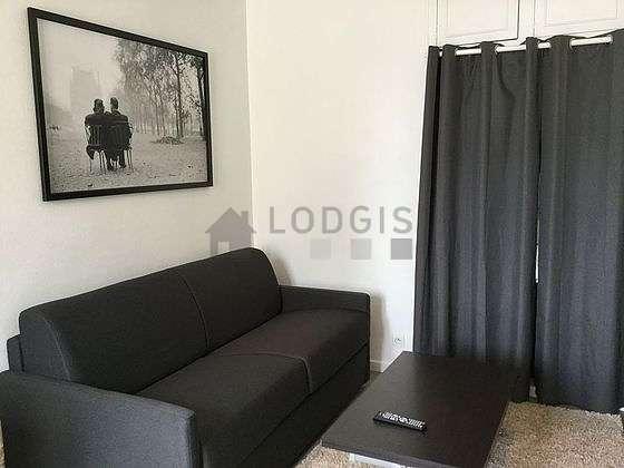 Séjour calme équipé de 1 canapé(s) lit(s) de 140cm, téléviseur, armoire, placard