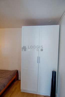 Alcôve très calme et claire équipée de 1 lit(s) de 140cm, armoire