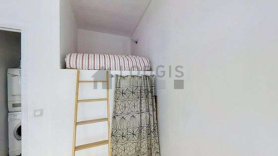 Quiet bedroom for 2 persons equipped with 1 loft bed(s) of 140cm