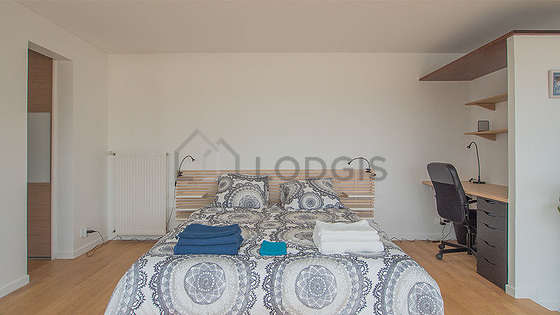 Very quiet living room furnished with 1 bed(s) of 160cm, tv, 2 armchair(s), 1 chair(s)