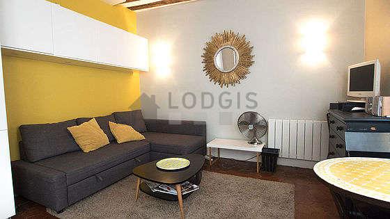 Séjour très calme équipé de 1 futon(s) de 160cm, téléviseur, penderie, placard