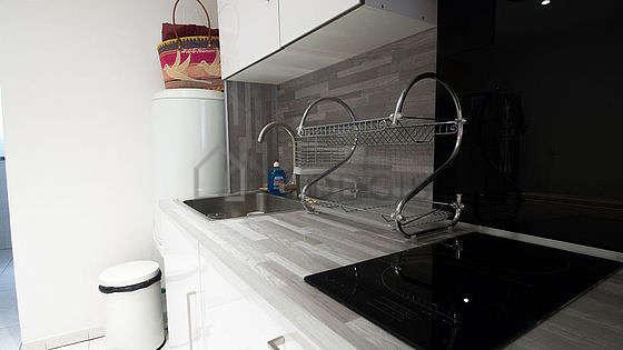 Cuisine équipée de vaisselle