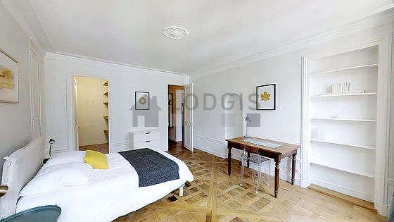Schlafzimmer :   Blick Auf Hof