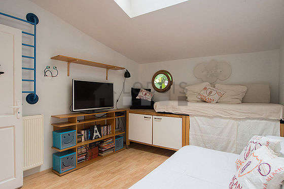 Very quiet bedroom for 2 persons equipped with 1 pullout bed(s) of 80cm, 1 bed(s) of 80cm