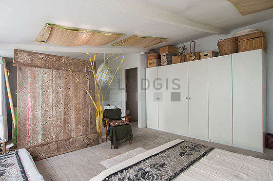 Very quiet bedroom for 3 persons equipped with 1 bed(s) of 80cm, 1 bed(s) of 160cm