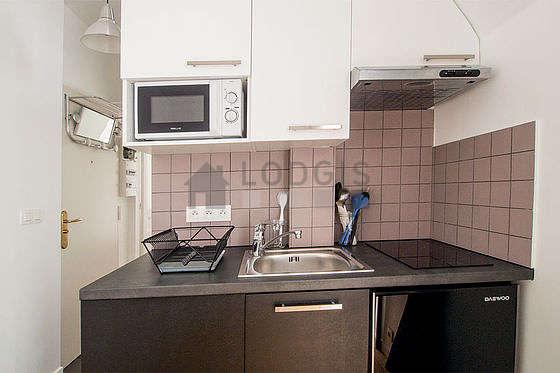 Cuisine équipée de lave linge, freezer, hotte, vaisselle