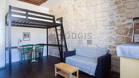 Séjour très calme équipé de 1 lit(s) mezzanine de 0cm, bureau, commode, 2 chaise(s)