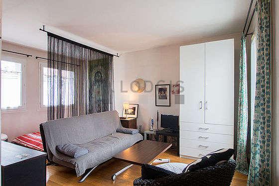 Séjour très calme équipé de 1 canapé(s) lit(s) de 140cm, 1 lit(s) de 160cm, téléviseur, 1 fauteuil(s)