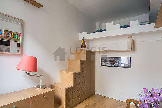 Quiet living room furnished with 1 loft bed(s) of 140cm, air conditioning, 2 armchair(s)