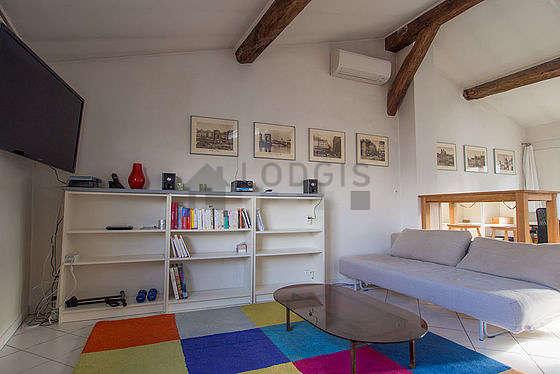 Séjour très calme équipé de 1 canapé(s) lit(s) de 90cm, 1 lit(s) mezzanine de 140cm, téléviseur, chaine hifi