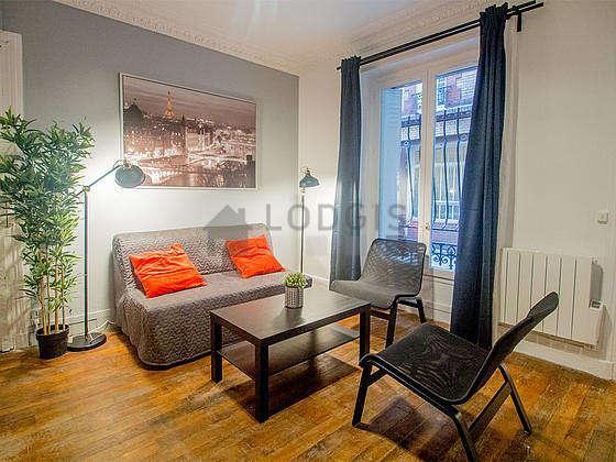 Séjour très calme équipé de 1 canapé(s) lit(s) de 140cm, téléviseur, 2 fauteuil(s)