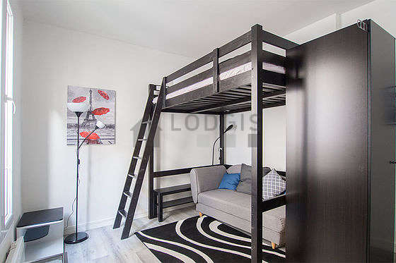 Very quiet living room furnished with 1 sofabed(s) of 80cm, 1 loft bed(s) of 140cm