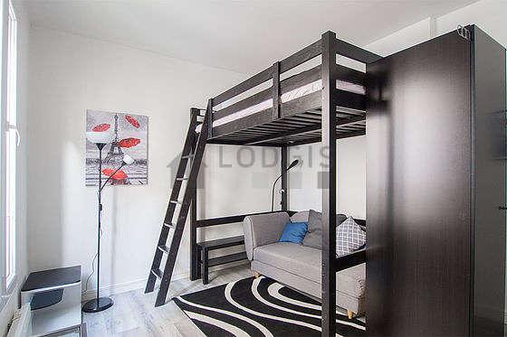 Séjour très calme équipé de 1 lit(s) d'appoint de 80cm, 1 lit(s) mezzanine de 140cm