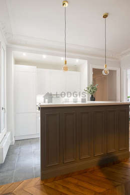 Great kitchen of 20m²opens on the dining room with tile floor