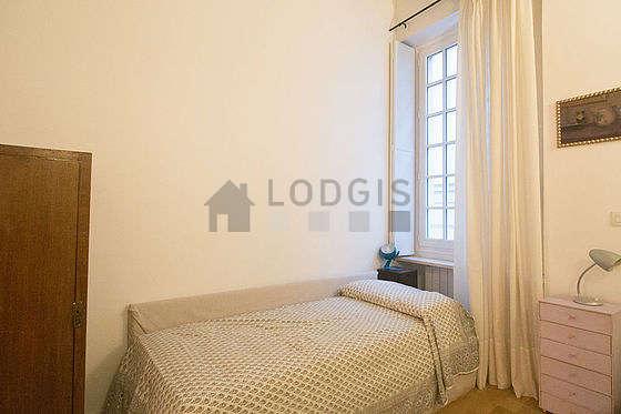 Chambre calme pour 4 personnes équipée de 2 lit(s) de 120cm
