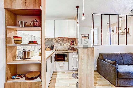 Magnifique cuisine avec du carrelage au sol