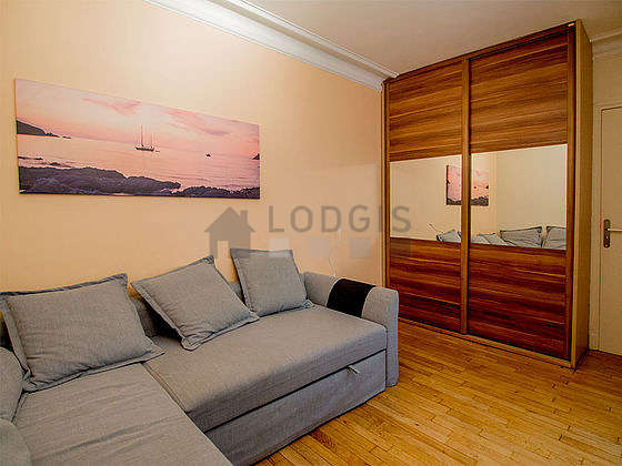 Very quiet bedroom for 2 persons equipped with 1 sofabed(s) of 140cm